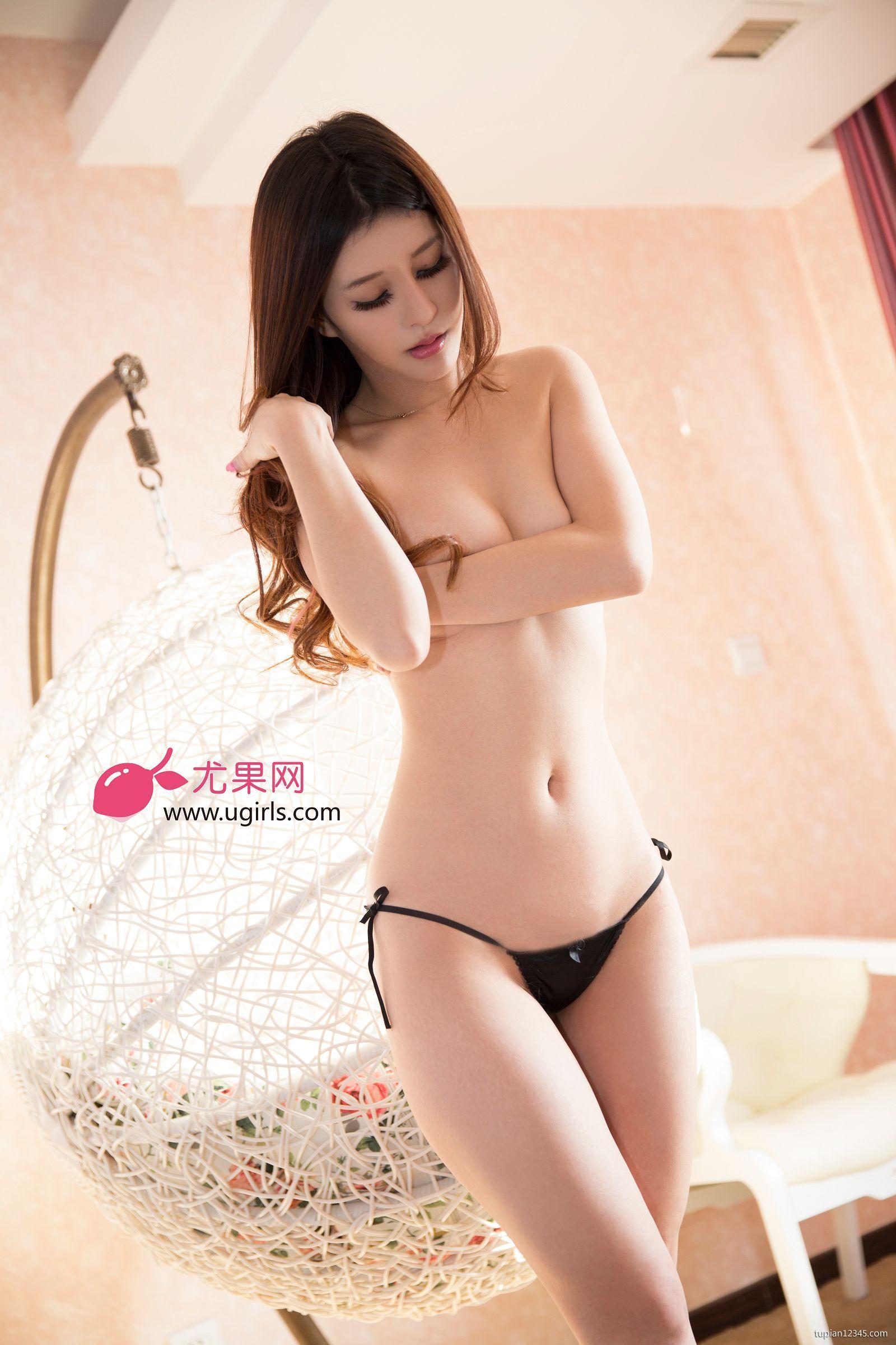 Xem hình em người mẫu khỏa thân hoàn toàn vú to chân dài mặt cực xinh